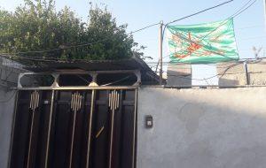 اهتزار پرچم ولایت بر سردر منازل گچسارانیها+ گزارش تصویری